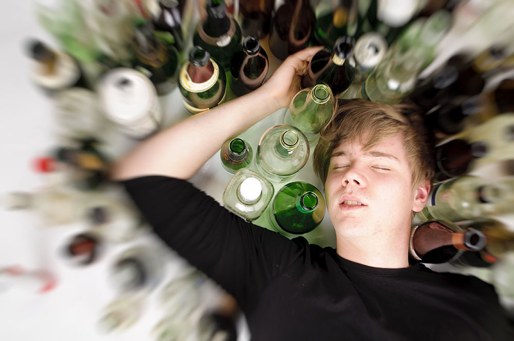 Adolescent ivre court dans